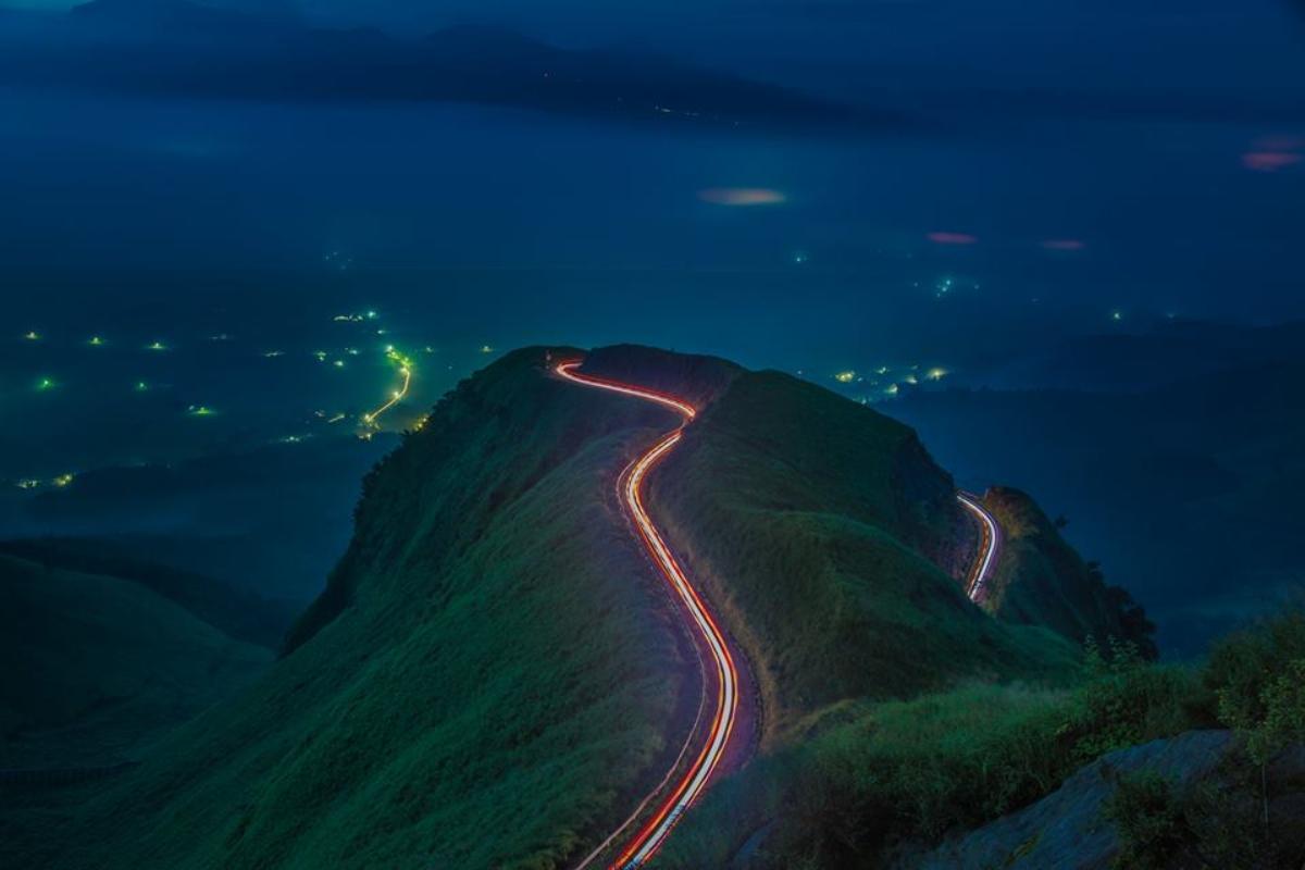 光るラピュタの道