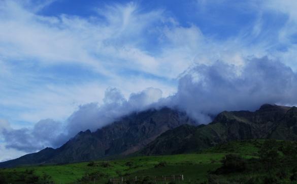 雲や虹が生まれる場所